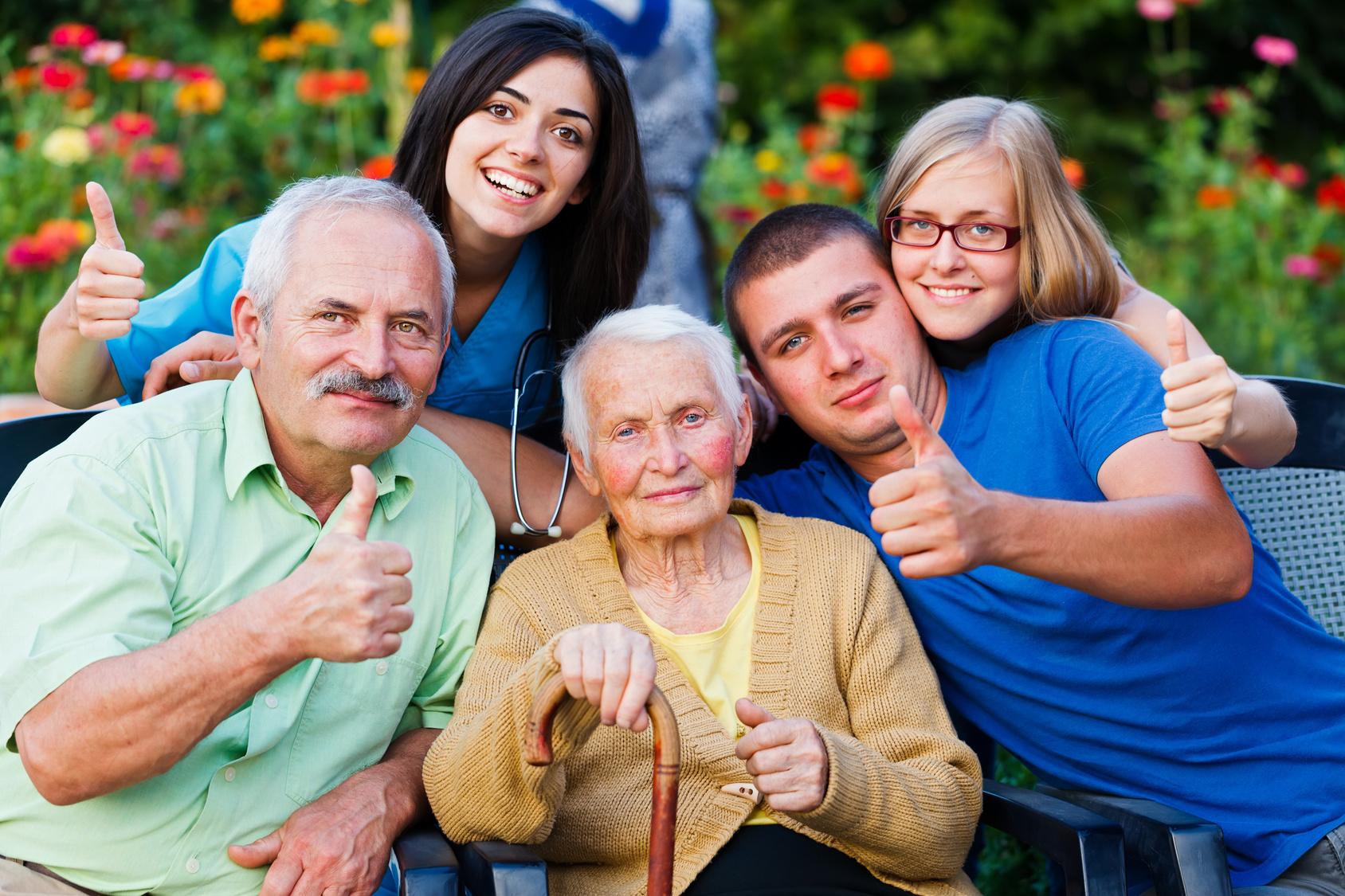 alternative-pflegeheim-familie-gemeinschaft-pflege-zu-hause