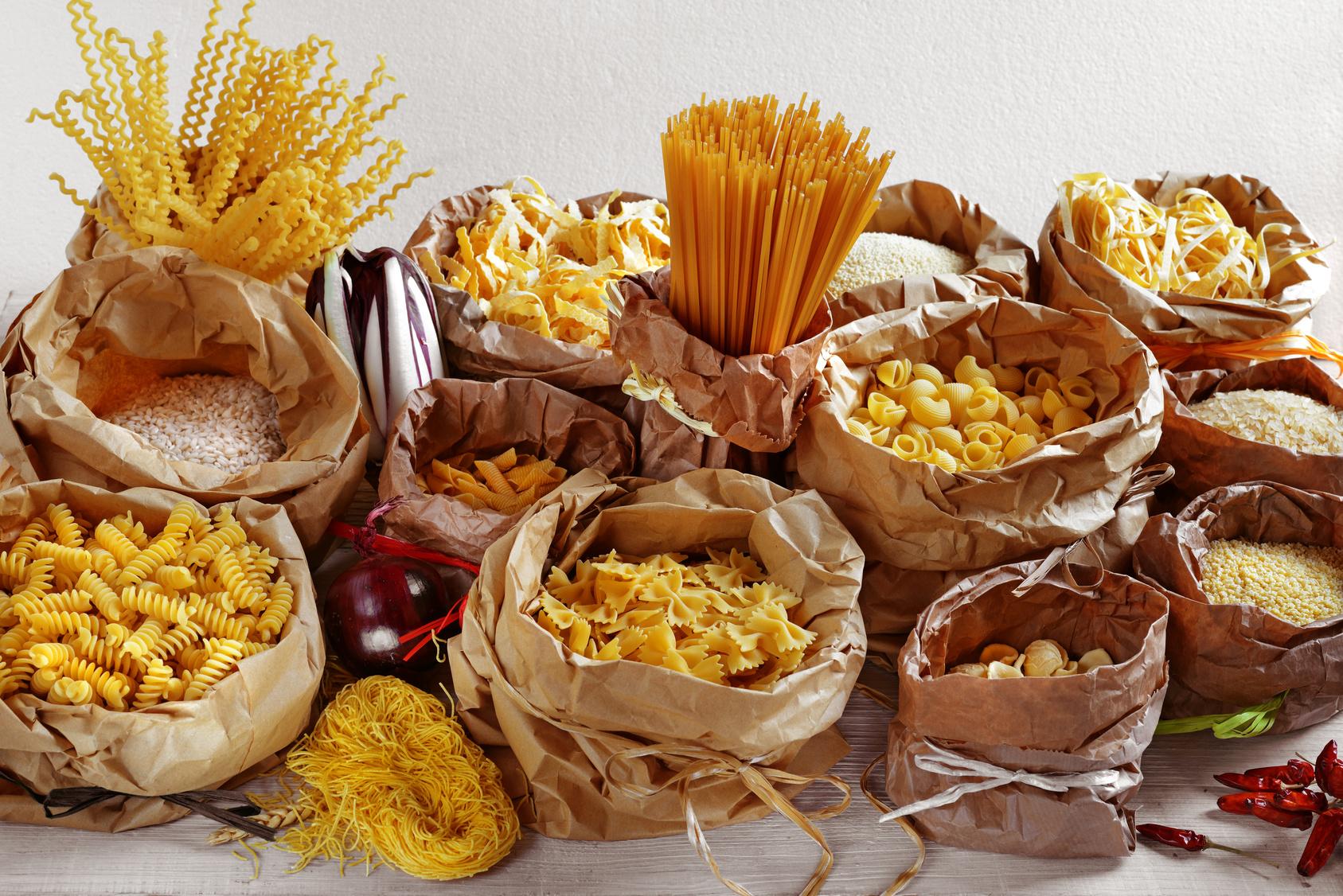 packungen-mit-getreide-nudeln-reis-pasta-produkte-mit-gluten